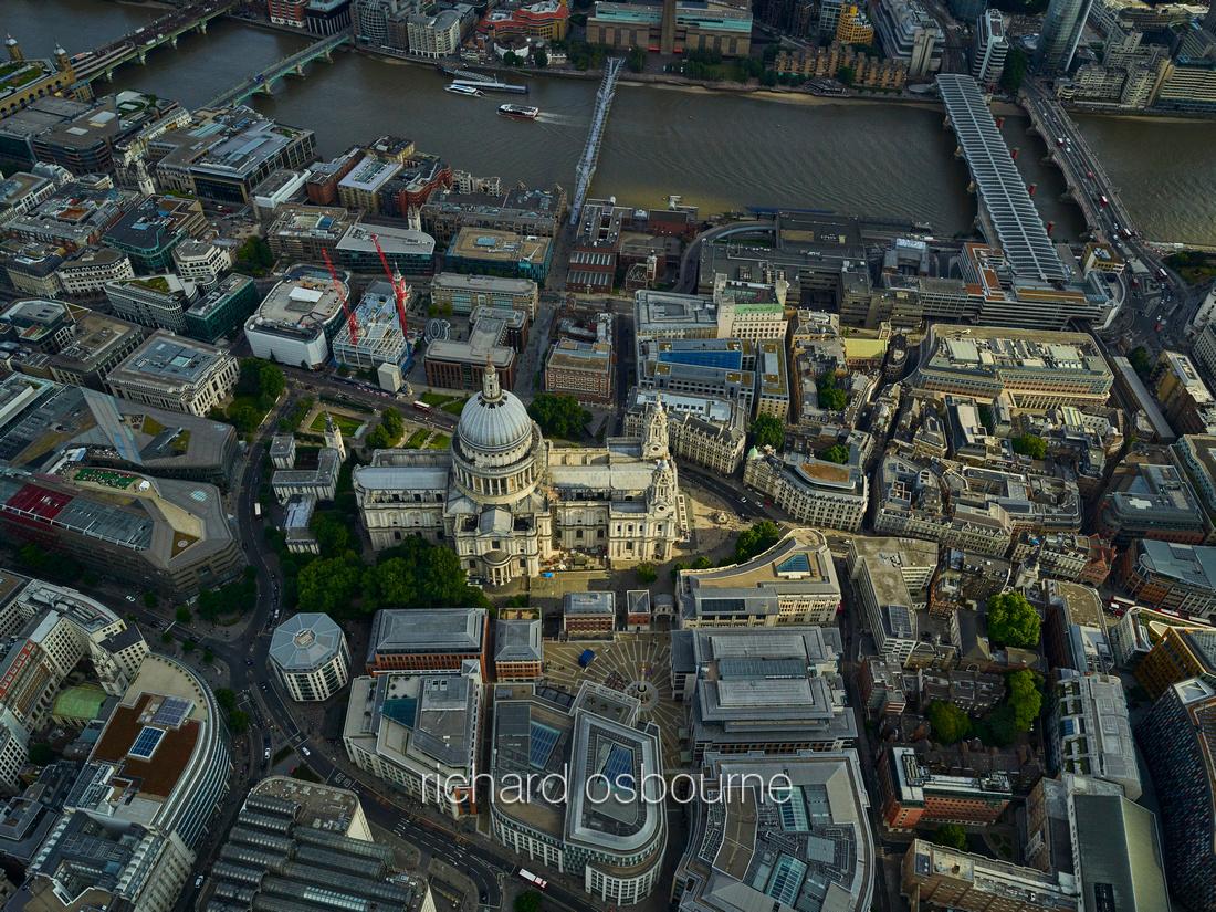 V11C14  Aerial View of London, UK