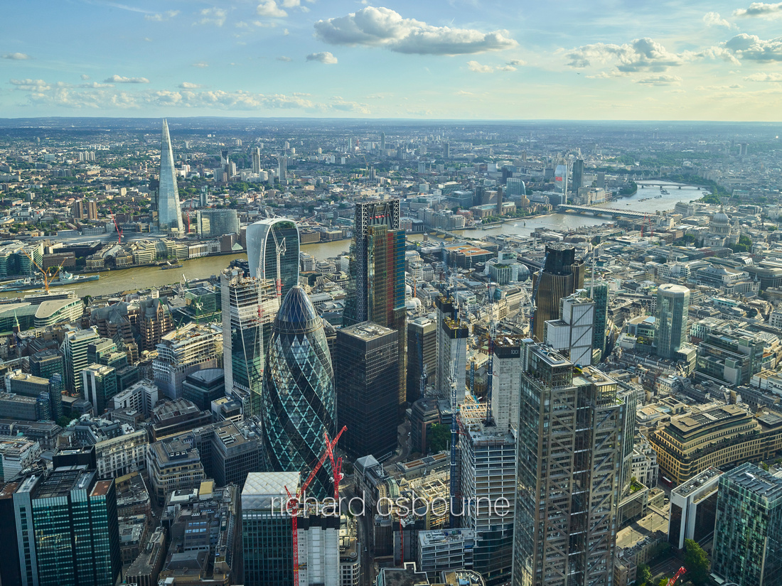 V11C8  Aerial View of The City of London, UK