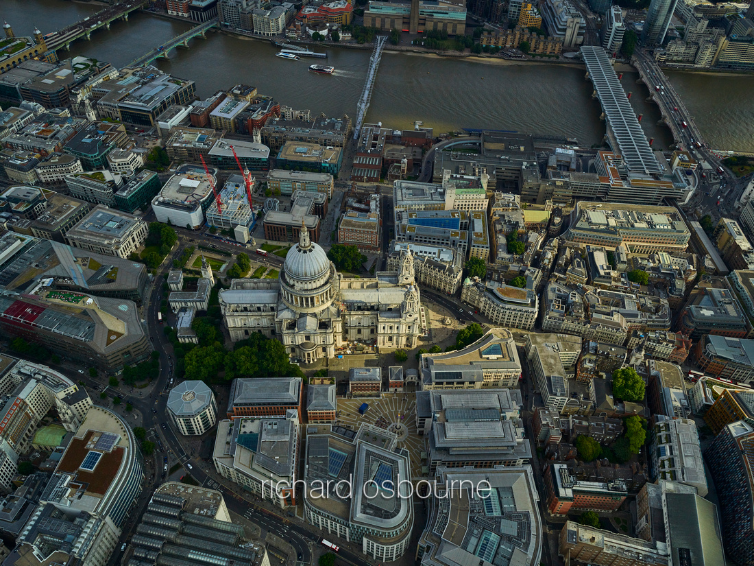 V11F14  Aerial View of London, UK