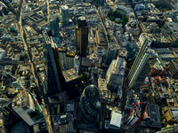 V11F3  Aerial View of The City of London, UK